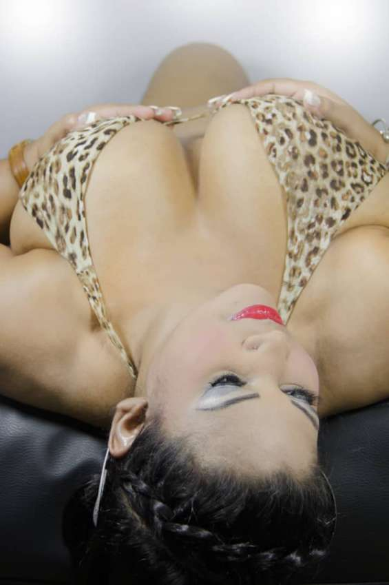 Pictures of Erotic show in cam whit latina hot 2
