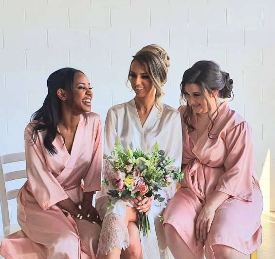 Get the prettiest bridesmaid robes online